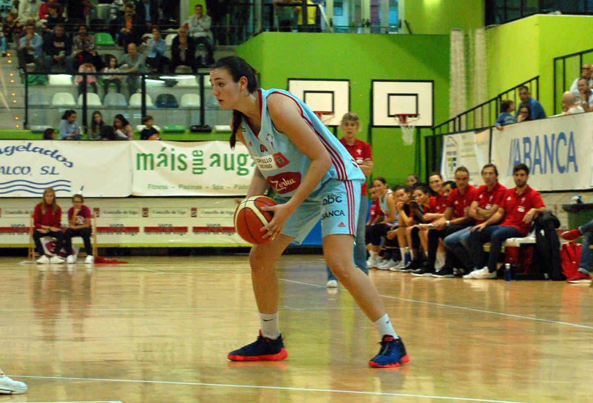 Ainhoa Lacorzana, durante un partido con el Celta Zorka (Foto: Celta Baloncesto).